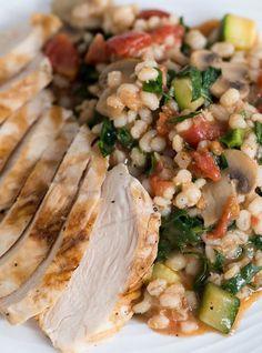 Ricardo& recipe : Tomato Barley Stew with Vegetables Side Recipes, Vegetable Recipes, Vegetarian Recipes, Cooking Recipes, Healthy Recipes, Cooking Time, Ricardo Recipe, Confort Food, Legumes Recipe