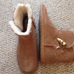 ❄️brand new Ugg Wyoming boots❄️ Kids size 4 Ugg Wyoming booties. Color is Chestnut. Brand new with the box. Never worn! They have the fur on the top and none on the bottom. These are perfect shoes to hang around in and wear out! Super comfortable and great for fall/ spring!   UGG Shoes Ankle Boots & Booties