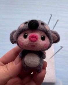 Diy Resin Crafts, Diy Arts And Crafts, Cute Crafts, Felt Crafts, Simple Hand Embroidery Designs, Embroidery Flowers Pattern, Felted Wool Crafts, Needle Felting Tutorials, Needle Felted Animals