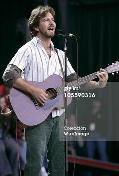 Fotografía de noticias : Eddie Vedder during 18th Annual Bridge School...