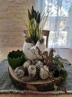 DIY-Nähen-Upcycling - Helle Christensen - autour du tissu déco enfant paques bébé déco mariage diy et crochet Diy Pinterest, Easter Flower Arrangements, Diy Crafts To Do, Deco Floral, Basket Decoration, Easter Wreaths, Easter Baskets, Easter Crafts, Tree Decorations