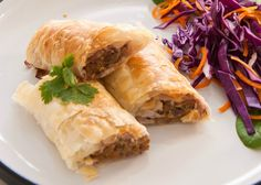 We love recipes like these sausage rolls where you know that partners and kids will happily tuck in too. Make these sausage rolls for your next party thai sausage rolls. Healthy Mummy Recipes, Healthy Snacks, Savoury Recipes, Thai Recipes, Healthy Dinners, Easy Meals, Spinach Puff Pastry, Sweet Chilli Sauce, Sausage Rolls