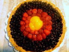 Tarta de frutas de la estación en base de masa sucré y crema pastelera!!...Los colores Alemanes