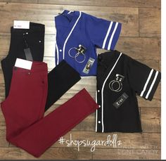 ✨Obsessed with our new baseball tees $14.99 (black & blue only) sizes (S,m,l,) && pair them with our jeggings $14.99✨ Get the look Dollz We are open until 6pm today!! #shopsugardollz #getthelook #baseballtees #fashion #style #canyonlake #lakeelsinore #wildomar #canyonhills #temecula #clothes #jewelry #onestopshop #sugardollz #igfashion