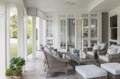 16 Stunning Hamptons Style Al Fresco Spaces You Will Love Porches, Hamptons House, The Hamptons, Hamptons Style Homes, Outdoor Rooms, Outdoor Living, Outdoor Seating, Pergola, Enchanted Home