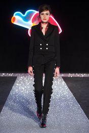 Just Cavalli Fall 2016 Ready-to-Wear Collection Photos - Vogue Fall Fashion 2016, Runway Fashion, Fashion Show, Autumn Fashion, Womens Fashion, Fashion Trends, Gold Fashion, Milan Fashion, Winter Trends 2016