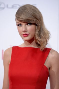 """Taylor Swift on the mean girls she dealt with in junior high: """"Really, if I hadn't come home from school miserable every day, maybe I wouldn't have been so motivated to write songs. I should probably thank them!"""""""