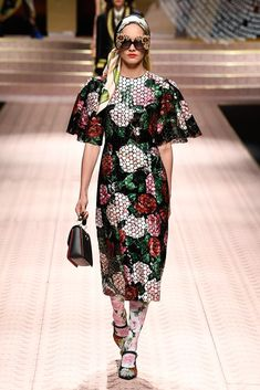 Dolce & Gabbana Spring 2019 Ready-to-Wear Fashion Show Fashion Week 2018, Fashion Now, Milan Fashion Weeks, Everyday Fashion, Runway Fashion, Spring Fashion, Fashion Looks, Fashion Outfits, Fashion Trends