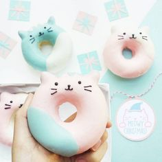 Pastel blue and pink cat doughnuts // Delicious Kawaii Cookies and Donuts Kawaii Cookies, Delicious Donuts, Delicious Desserts, Yummy Food, Cute Donuts, Donuts Donuts, Mini Donuts, Baked Donuts, Slow Cooker Desserts