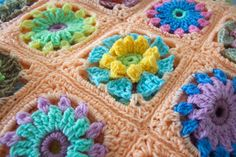 Peach Crochet Blanket and Cushions - Finished project! Retro flower crochet blanket worked in DK yarn and bright colours. Retro Flowers, Crochet Flowers, Lana, Crochet Projects, Blankets, Peach, Cushions, Colours, Knitting