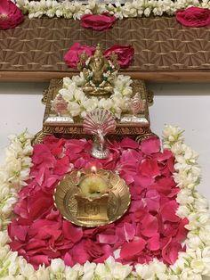 Gauri Decoration, Arti Thali Decoration, Mandir Decoration, Diwali Decorations At Home, Ceremony Decorations, Flower Decorations, Easy Rangoli Designs Videos, Rangoli Designs Diwali, Diwali Pooja