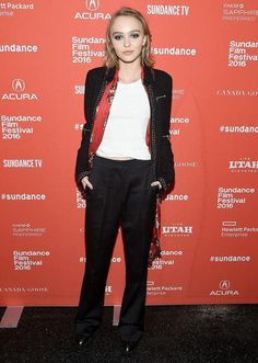 Lily-Rose Depp just showed off a fantastic red-carpet look at Sundance, and it seriously reminded us of her dad Johnny Depp! She finished off a white t-shirt, slouchy black pants, and jacket with a long red scarf that's nearly identical to how Johnny styles his - click to see the comparison.