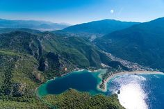Are you planning a holiday to Oludeniz? 🌅🏖️ Best Beaches In Europe, Beaches In The World, Pamukkale, Antalya, Most Beautiful Beaches, Beautiful Places, The Tourist, Transport Public, European Travel