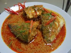 Mackerel in Dried Red Curry | mackerel fish, 3 tablespoons red curry paste  - 1 tablespoon fish sauce    Mackerel in Dried Red Curry  - 1 tablespoon sugar  - 2 kaffir lime leaves, - 400 grams coconut milk  - 1 red chilli - coriander leaves (for garnishing)