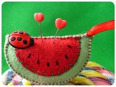 felt watermelon pincushion with ladybug Fabric Crafts, Sewing Crafts, Sewing Projects, Diy Crafts, Needle Book, Needle Felting, Felt Food, Penny Rugs, Wool Applique
