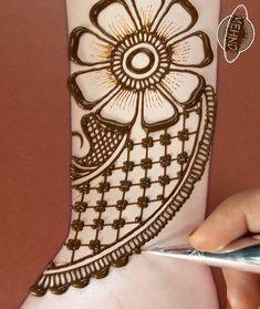 Very Simple Mehndi Designs, Arabic Bridal Mehndi Designs, Mehndi Designs Front Hand, Mehndi Designs For Kids, Latest Henna Designs, Henna Tattoo Designs Simple, Mehndi Designs Feet, Mehndi Designs Book, Mehndi Designs For Beginners