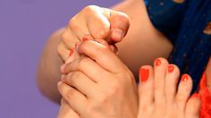 How to Relieve Headaches and Migraines using Self-Reflexology Techniques