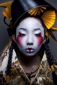 Akiomi Kuroda Fashion Geisha Leinwand - 37 x 49 - Japanese monsters - Makeup Geisha Make-up, Geisha Kunst, Geisha Sushi, Photography Women, Portrait Photography, Fashion Photography, Photography Ideas, Body Photography, Arte Fashion