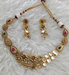Gold Mangalsutra Designs, Gold Earrings Designs, Gold Jewellery Design, Gold Wedding Jewelry, Gold Jewelry Simple, Stylish Jewelry, Indian Jewelry Earrings, Amrapali Jewellery, Gold Ring