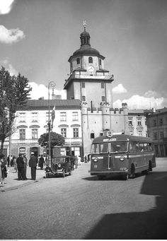 Pictures Of Beautiful Places, Old Pictures, Poland, Teak, Transportation, Street View, Cos, Historia, Fotografia