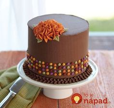 Learn how to decorate cakes and sweet treats with basic buttercream techniques and six simple-to-pipe flowers that transform ordinary cakes into extraordinary results in Course Building Buttercream Skills. Cupcakes, Cupcake Cakes, Cake Decorating Tips, Cookie Decorating, Bolo Floral, Thanksgiving Cakes, Fall Cakes, Cake Icing, Buttercream Cake