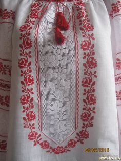 Folk Embroidery, Hand Embroidery Designs, Cross Stitch Embroidery, Crochet Bedspread Pattern, Palestinian Embroidery, Cross Stitch Rose, Folk Fashion, Filet Crochet, Cross Stitch Designs