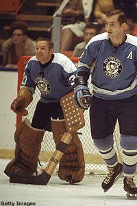 Les Binkley in goal for the Penguins. Pittsburgh Sports, Pittsburgh Penguins Hockey, Hockey Goalie, Hockey Teams, Hockey Room, Hockey Rules, Stars Hockey, Goalie Mask, Vancouver Canucks