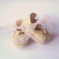 Patucos de punto: fotos ideas para bebés - Elegantes patucos para niñas con lazo
