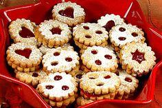 Linzer Augen (Austrian Christmas cookie recipe)