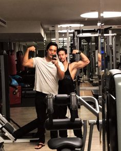 Tiger Shroff and his best friend at gym Tiger Love, Tiger Shroff, Bollywood Actors, Bruce Lee, Best Actor, Asian Men, Celebrity Crush, Mj, Tigers