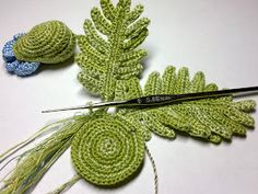 Leaves crochet tutorial - Google can't seem to translate it to English, but it has lots of pictures and diagrams.
