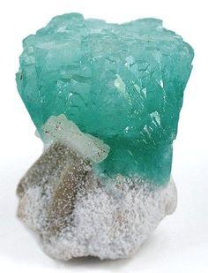Apophyllite (silicon/calcium/ potassium) with Mordenite