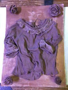 Taulu vauvan paidasta kovetusaineella