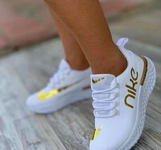 Fashion and street sport shoes, seek our assortment of fashionable streetwear trainers and swimming sneakers. Sneakers Fashion Outfits, Nike Fashion, Mode Outfits, Cute Sneakers, Sneakers Nike, Nike Air Shoes, Nike Heels, Tennis Shoes Outfit, Aesthetic Shoes