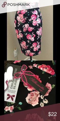 New skirt by Sillouette NYC size XL See pics, adorable, skirt is very stretchable waist size is 32 inches total length of skirt is 26 inches. Silouette nyc Skirts