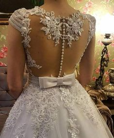 Very nice wedding dress with gorgeous details Dream Wedding Dresses, Bridal Dresses, Girls Dresses, Bridesmaid Dresses, Prom Dresses, Wedding Attire, Beautiful Gowns, Dream Dress, Marie