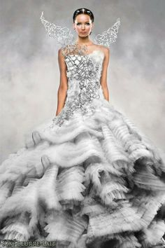 Jennifer Lawrence as Katniss Everdeen in Catching Fire... beautiful!!