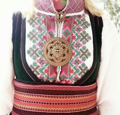 Beltestakk Instagram ukjent Folk Costume, Costumes, Scandinavian Embroidery, Ader, Water Lilies, Traditional Outfits, Filigree, Vintage Photos, Norway