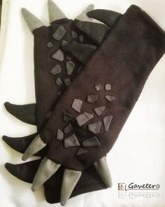 Items similar to Toothless Gloves/ How to train your dragon on Etsy <br> Toothless Costume, Toothless Dragon, Dragon Costume, Halloween Costumes For Teens, Diy Costumes, Cosplay Costumes, Astrid Cosplay, Croc Mou, Alien Plush
