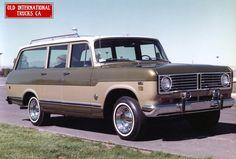 1973 International Model 1010 Travelall