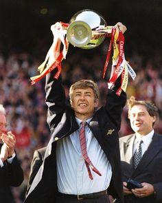 Arsene Wenger (7583 days) is now the longest serving Premier League manager ever. He's overtaken Sir Alex Ferguson (7582 days)