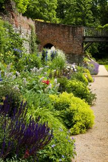 A view along the Contemporary Heritage border at Eltham Palace Landscape Design, Garden Design, Eltham Palace, Garden Inspiration, Design Inspiration, Herbaceous Border, Reading At Home, Pond Ideas, English Heritage