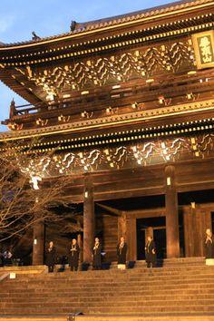 Jodo Shu monks at Choinin Temple, Kyoto - Luke Robinson/Flickr.com, Creative Commons License