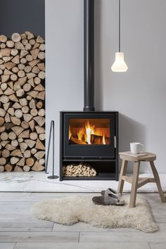 Feeling The Hygge: Ein Toasty Guide zu Holzofen Source by wohnklamotte The post Feeling The Hygge: Ein Toasty Guide zu Holzofen appeared first on My Art My Home. Feeling The Hygge: Ein Toasty Guide zu Holzofen Wood Burner Fireplace, Home Fireplace, Fireplace Ideas, Wood Burning Fireplaces, Modern Fireplaces, Wood Stove Decor, Wood Stove Wall, Log Burning Stoves, Fireplace Hearth