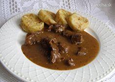 Jelení guláš a žemlové knedle (fotorecept) - recept Thai Red Curry, Beef, Ethnic Recipes, Food, Meat, Meals, Ox, Yemek, Eten