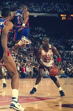 Michael Jordan(Fort Greene) fakes Vinnie Johnson(Bed Stuy) out of his shorts...