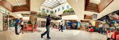 La Plaza Central del Centro Comercial Unicentro, en la zona 10 de la Ciudad de Guatemala, cuenta con cómodas áreas para conversar e internet inalámbrico.