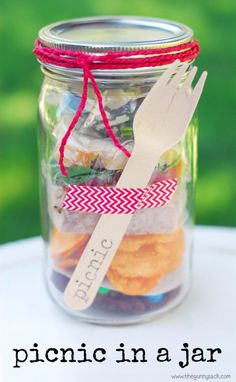 Looking for some cool DIY picnic party ideas? From tasty meals to decoration and invitation, here's a roundup of 20 best picnic party ideas! Picnic Activities, Picnic Games, Picnic Box, Picnic Dinner, Picnic Ideas, Picnic Recipes, Picnic Parties, Picnic Baskets, Beach Picnic