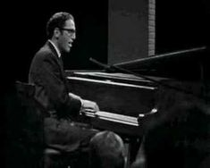 Tom Lehrer sings about pollution in American cities.