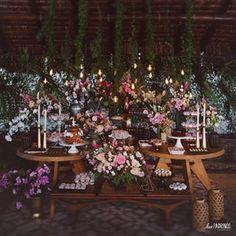 • tê bê tê floral •A mesa principal do casamento dos fofos Yasmin e André, com decor (sempre) linda da @mentaepessego, nossas flores e o olhar dos @lospadrinosfotografia. Orquestrando tudo, as queridas @douxmariage ❤️ apaixonante!...#love #wedding #casamento #weddingdecor #arranjosflorais #floralarrangement #decorarcomflores #flores #flowers #weddingflowers #desserttable #bohostyle #bohowedding #romanticwedding #noivosdanega #noivasdanega #casandoemsantateresa #noivasrio #noivasrj